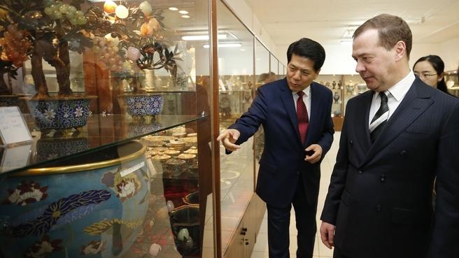 Осмотр выставки музейных экспонатов
