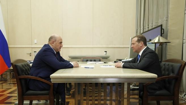 Михаил Мишустин и Дмитрий Медведев обсудили подготовку нового трёхлетнего бюджета