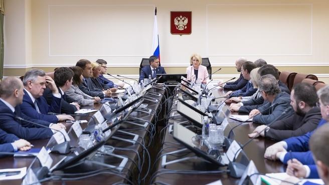 Виктория Абрамченко представила коллективу Минприроды назначенного на должность министра Дмитрия Кобылкина