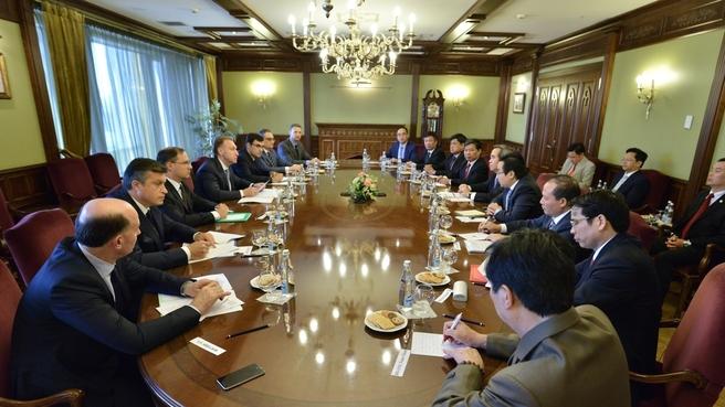 Встреча Игоря Шувалова с членом Политического бюро Коммунистической партии Вьетнама, Председателем Экономической комиссии ЦК Коммунистической партии Вьетнама Нгуен Ван Бинем