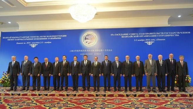 Совместное фотографирование глав делегаций государств-членов ШОС, глав делегаций государств-наблюдателей в ШОС и приглашённых представителей международных организаций