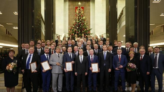 С представителями организаций – лауреатов премий Правительства 2018 года в области качества