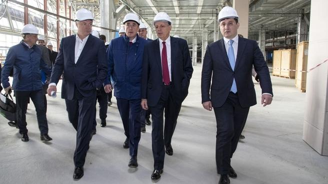 Дмитрий Григоренко и Марат Хуснуллин осмотрели строящийся аэровокзальный комплекс аэропорта Южно-Сахалинска. С губернатором Сахалинской области Валерием Лимаренко