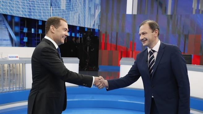 Dmitry Medvedev takes questions from the Vesti v Subbotu programme