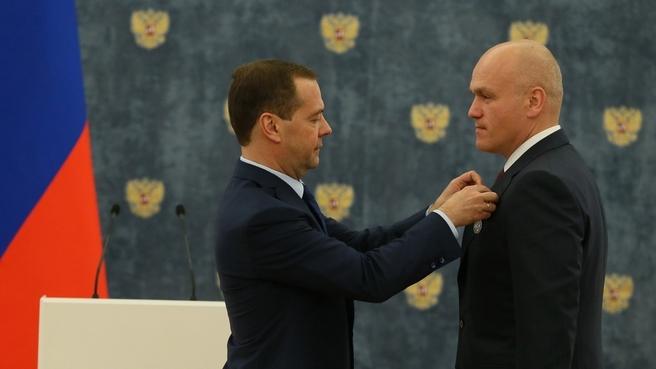 Церемония награждения. С президентом Российской шахматной федерации, вице-президентом Международной шахматной организации Андреем Филатовым
