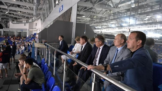 С Президентом России Владимиром Путиным и президентом Международной Федерации хоккея на льду, членом исполкома Международного олимпийского комитета Рене Фазелем на церемонии открытия Кубка мира по хоккею среди молодёжных клубных команд «Сириус–2019»