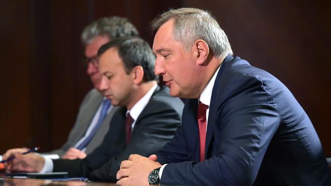 Сергей Приходько, Аркадий Дворкович и Дмитрий Рогозин на совещании с вице-премьерами