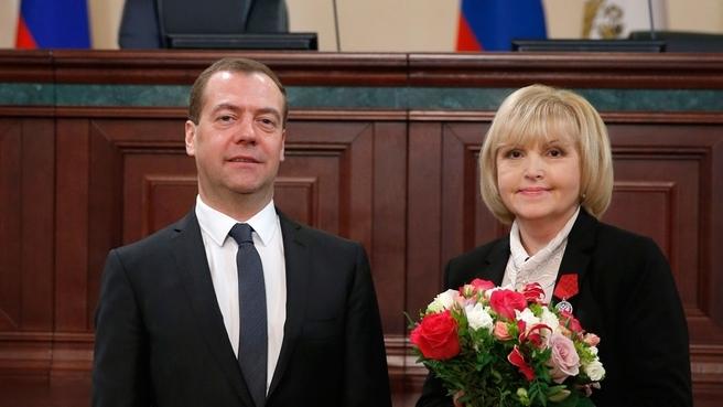 С главным экспертом отдела сортировки алмазов Гохрана России Натальей Казельцевой