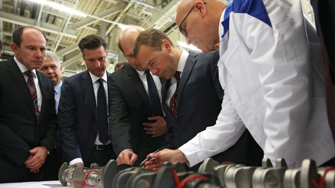 Во время осмотра завода по производству двигателей внутреннего сгорания ООО «Фольксваген Груп Рус»