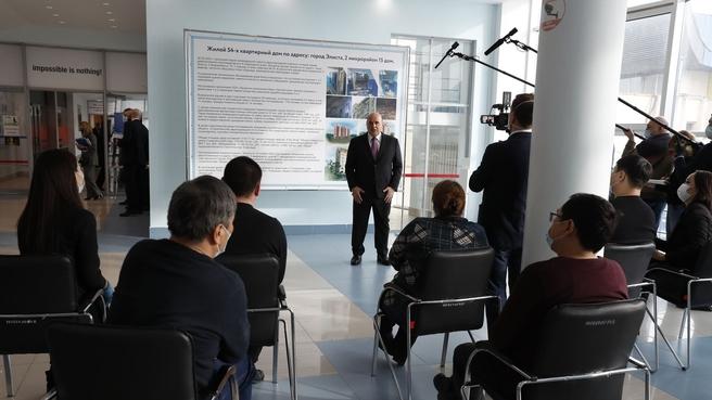 Встреча Михаила Мишустина с жителями пострадавшего от взрыва бытового газа жилого дома в Элисте