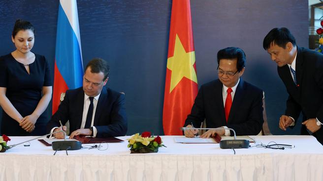 Подписание Соглашения о свободной торговле между Евразийским экономическим союзом и его государствами – членами и Социалистической Республикой Вьетнам. С Премьер-министром Вьетнама Нгуен Тан Зунгом