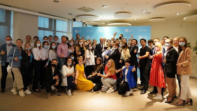 Дмитрий Чернышенко и  студенты Российского международного олимпийского университета