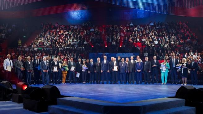 Виталий Мутко поздравил работников отрасли с Днём строителя