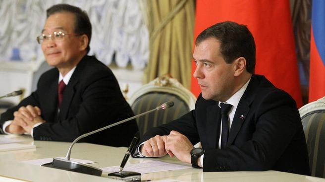 С премьером Госсовета Китая Вэнь Цзябао во время заявлений для прессы по итогам российско-китайских межправительственных переговоров