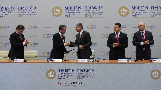 Антон Силуанов во время подписания соглашения о взаимном обмене информацией между ЕАЭС и КНР