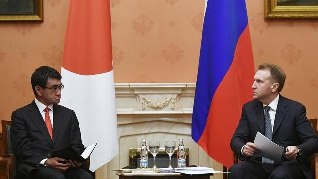 Встреча Игоря Шувалова с Министром иностранных дел Японии Таро Коно. Фото РИА Новости