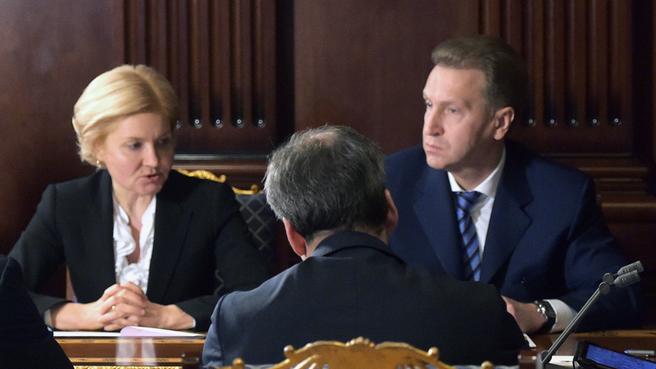 Ольга Голодец, Игорь Шувалов и Аркадий Дворкович на совещании с вице-премьерами