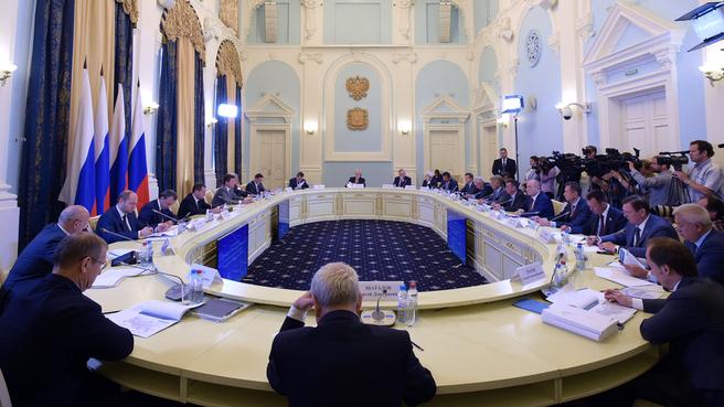 Совещание о приоритетных инвестиционных проектах и импортозамещении в нефтехимии