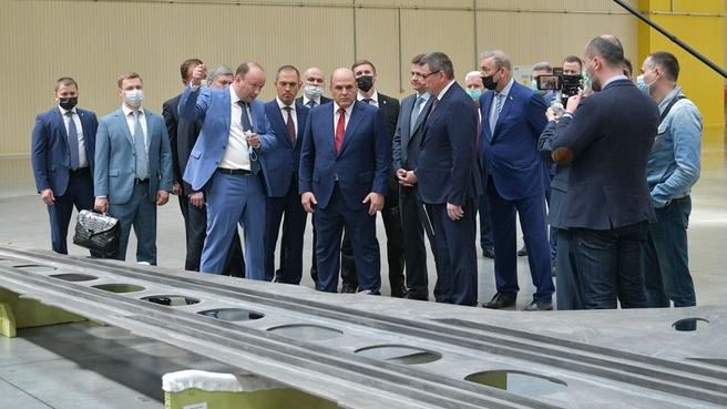 Михаил Мишустин посетил завод «АэроКомпозит-Ульяновск»