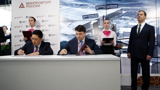 Подписание коммерческих договоров ЗАО «БазэлЦемент – Пикалёво» с иностранными компаниями