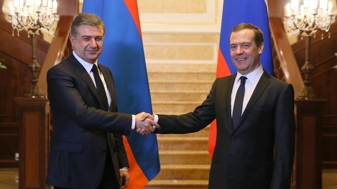 Беседа Дмитрия Медведева с премьер-министром Армении Кареном Карапетяном