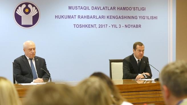 Пресс-конференция Дмитрия Медведева и исполнительного секретаря СНГ Сергея Лебедева по завершении заседания
