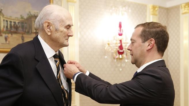 Дмитрий Медведев вручил орден Александра Невского князю Димитрию Романову