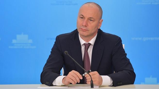 Временно исполняющий обязанности руководителя Федеральной службы по надзору в сфере образования и науки Анзор Музаев на брифинге