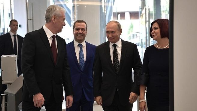 С Президентом России Владимиром Путиным, мэром Москвы Сергеем Собяниным и генеральным директором Московского концертного зала