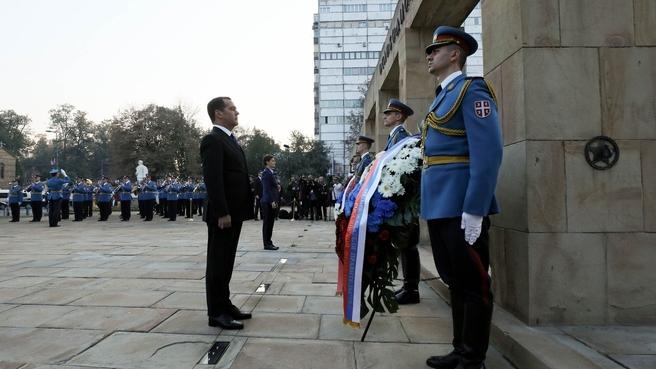 Возложение венка к Монументу освободителям Белграда