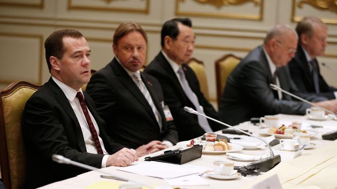 Дмитрий Медведев на встрече с представителями российских и таиландских деловых кругов