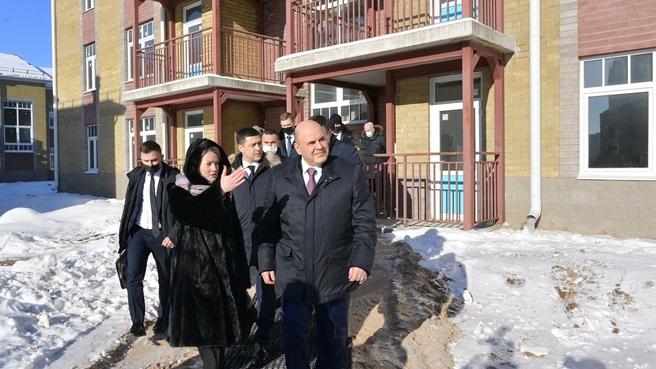 Михаил Мишустин посетил строящийся комплекс «Социальный городок» в Псковской области