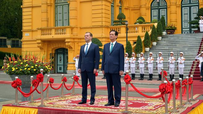 С Премьер-министром Социалистической Республики Вьетнам Нгуен Тан Зунгом