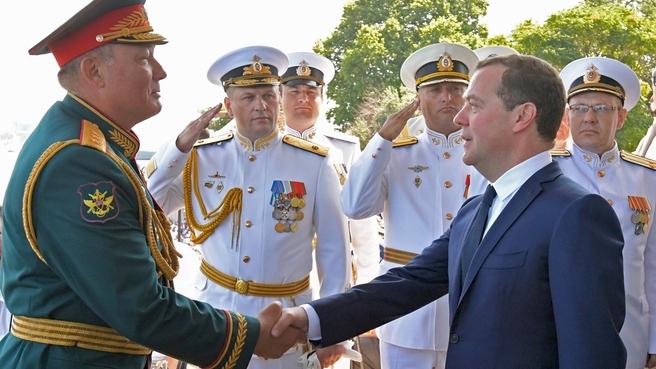 С командующим войсками Южного военного округа Александром Дворниковым во время военно-морского парада в Севастополе