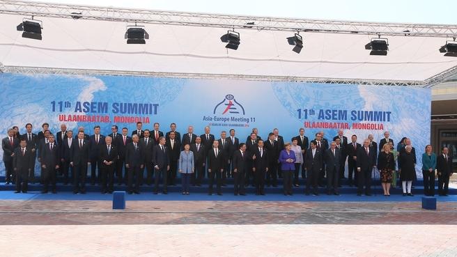 11-й саммит Форума «Азия-Европа» (АСЕМ). Совместное фотографирование глав делегаций стран - участниц саммита