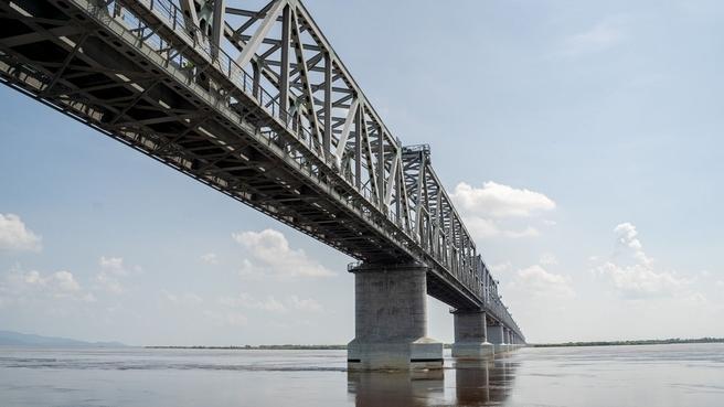 Юрий Трутнев ознакомился с ходом строительства железнодорожного моста из ЕАО в Китай