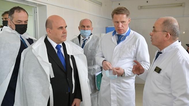 Михаил Мишустин во время посещения Дербентской центральной городской больницы