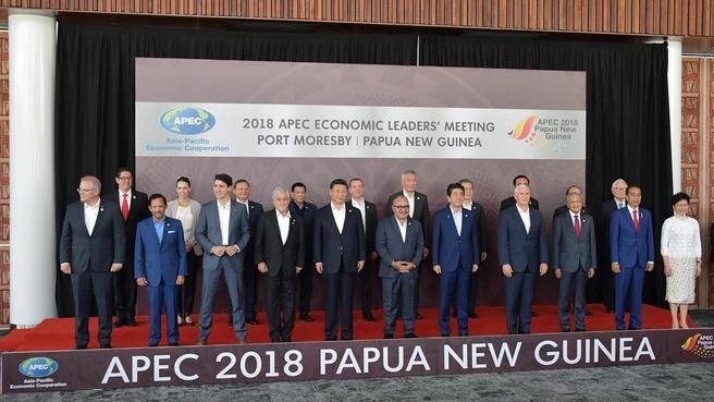 Совместное фотографирование лидеров АТЭС перед рабочим заседанием лидеров АТЭС