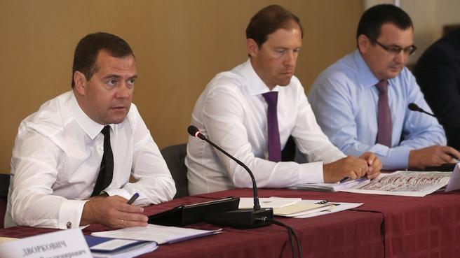 С главой Минпромторга Денисом Мантуровым и главой Минсельхоза Николаем Фёдоровым