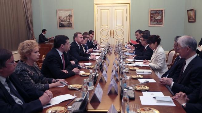 Встреча Игоря Шувалова с Министром экономики, торговли и промышленности Японии Хиросигэ Сэко
