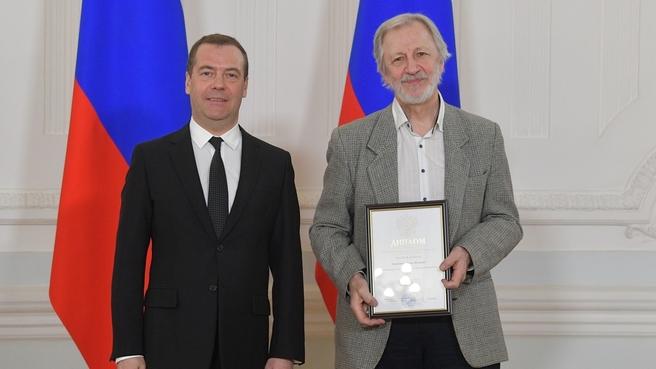 Вручение премий Правительства в области культуры. С художником, иллюстратором Игорем Олейниковым
