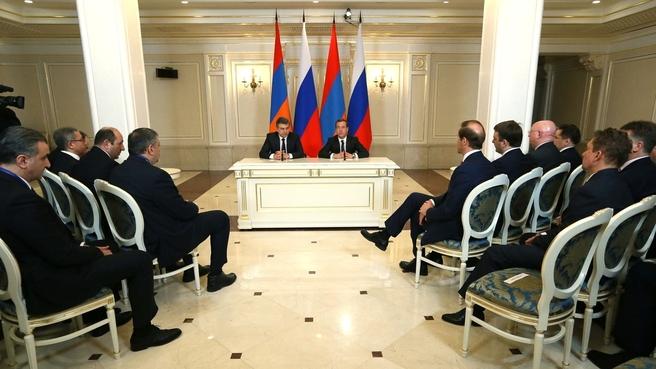 Заявления Дмитрия Медведева и Карена Карапетяна для прессы по итогам российско-армянских переговоров