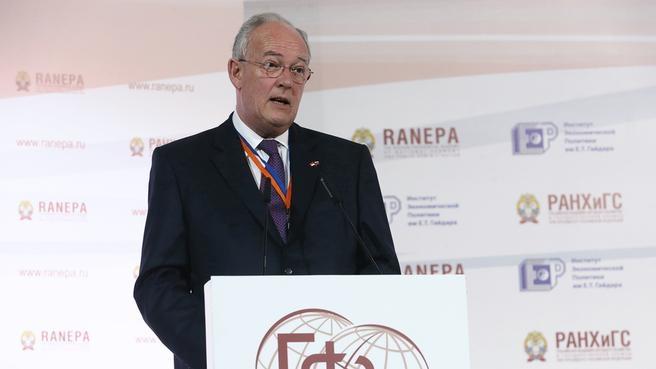 Выступление государственного министра Монако Мишеля Роже на пленарной дискуссии VI Гайдаровского форума