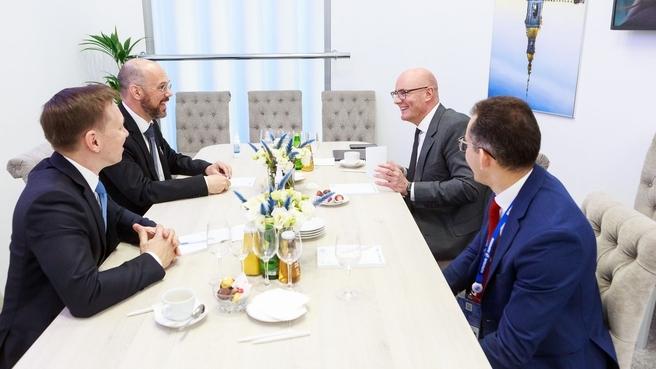 Дмитрий Чернышенко провёл встречу с руководителем панъевропейской программы развития квантовых технологий Quantum Flagship Томмазо Каларко