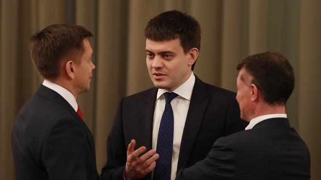 Константин Носков, Михаил Котюков и Максим Топилин перед заседанием Правительства