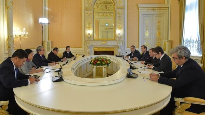 Dmitry Medvedev with Thailand's deputy prime ministers Prawit Wongsuwan and Somkid Jatusripitak