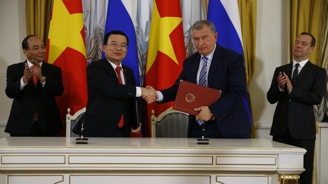 Подписание российско-вьетнамских документов по итогам переговоров