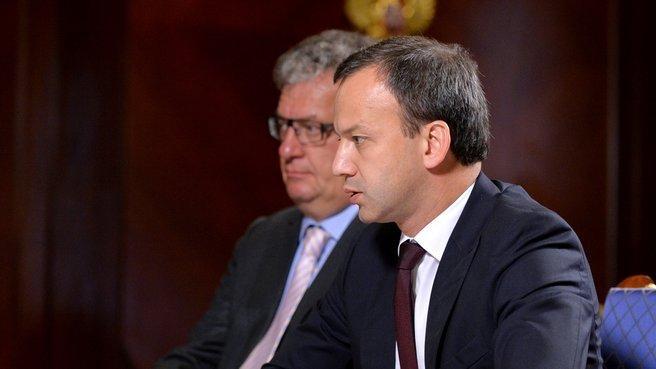 Заместители Председателя Правительства Аркадий Дворкович и Сергей Приходько