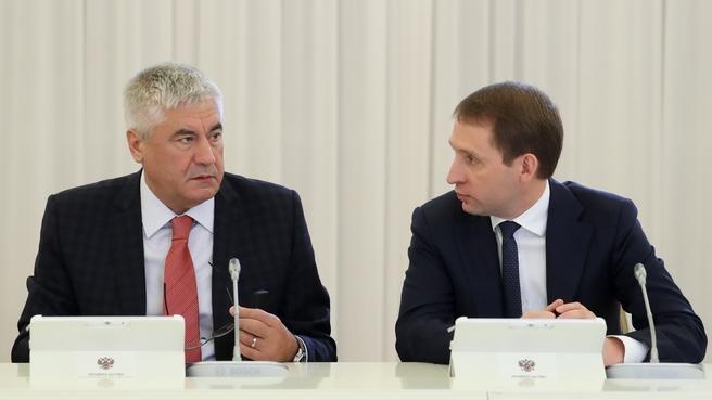 Владимир Колокольцев и Александр Козлов на заседании Правительства