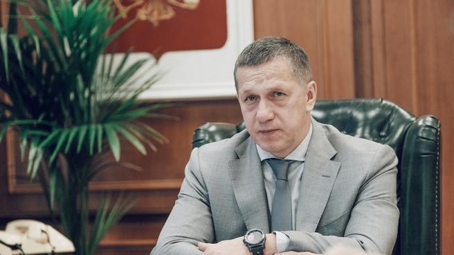 Юрий Трутнев во время совещания с главами регионов ДФО по вопросам развития строительства жилья и дорог на Дальнем Востоке